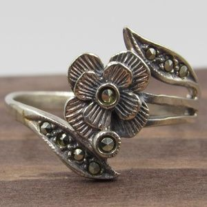 Size 8.75 Sterling Silver Floral Marcasite Ring
